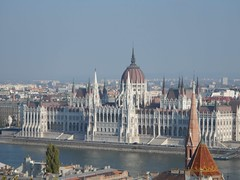 Parlament (Goncalo Castelao) Tags: art tourism museum europe cathedral budapest fourseasons hungry traveling easterneurope hungria sisi gon hungarian hungaro hungarianparlament eumember goncastelao hungarymuseum