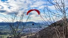 Gleitschirmflieger am Hohenneuffen (m.ott53) Tags: sport germany outdoor landschaft fliegen gleitschirm hohen neuffen