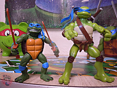 "Nickelodeon ""HISTORY OF TEENAGE MUTANT NINJA TURTLES"" FEATURING LEONARDO -  'MOVIE STAR' LEO ix / ..with TMNT Movie LEONARDO '07 (( 2015 )) (tOkKa) Tags: 2005 toys comic 1988 2006 1993 1992 leonardo figures toysrus 2012 2007 teenagemutantninjaturtles tmnt nickelodeon 2014 2015 displaystand playmatestoys ninjaturtlesthenextmutation toysrusexclusive tmntfastforward toontmnt tmntmovie4 turtlemilkstudios eastmanandlairdsteenagemutantninjaturtles moviestartmnt varnerstudios toonleo paramountteenagemutantninjaturtles 4kidstmnt paramountsteenagemutantninjaturtles tmnt2003 historyofteenagemutantninjaturtlesfeaturingleonardo davearshawsky tmnt2014movie"