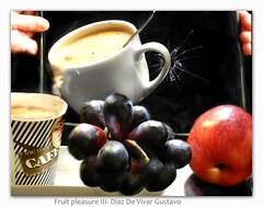 Fruit pleasure III - Diaz De Vivar Gustavo (Diaz De Vivar Gustavo) Tags: fruit please iii diaz de vivar gustavo fruta uva uvas manzana red apple pomme rouge mela rossa cafe capuchino coffe cappuccino vidrio roto