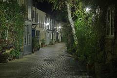 Londra nascosta / Hidden London (Kynance Mews, London, United Kingdom) (AndreaPucci) Tags: kynance mews london uk southkensington night stables hidden cobblestone andreapucci canoneos60