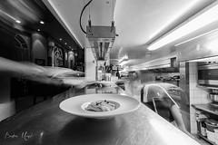 Passe (Bastien Musset) Tags: pornic villa no plage cuisine service canon eos 70d loire atlantique noir et blanc nb restauration plat assiette pose longue uga ultra grnad angle