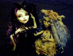 Chill et Myette (Antiphane) Tags: monster high doll ooak repaint custom spectra ghoulia