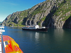 The MS Lofoten in the Trollfjord, Norway (2) (Phil Masters) Tags: 21stjuly july2016 norwayholiday norway raftsund raftsundet thetrollfjord trollfjorden trollfjord shipsandboats mslofoten hurtigruten msspitsbergen