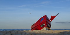 Red Flags (Harald52) Tags: boot strand fahnen tor usedom ostsee