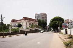 l'htel de ville de Dakar (agu!) Tags: lugares dakar senegal sngal ayuntamiento townhall cityhall hteldeville carretera road route edificios buildings btiments