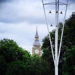 Photo of Bigben au milieu des arbres #bigben #greatbritain #london #greengarden #clock #horloge #tree #tourism #tourisme #travel #picooftheday #photo #photographie #photographer #geotravellers #oneworldcolorful #holiday #voyage
