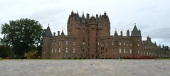 Rich nobb's house (stuant63) Tags: castle scotland angus towers scottish haunted spooky devil ghosts strathmore superstition turrets touristattraction spooks glamis glamiscastle spectres stuant63 stuartanthony