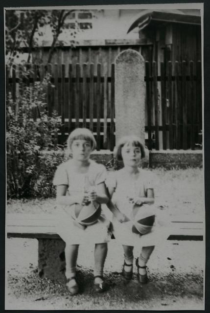 girls ball 1930s shoes outdoor inge frisur schuhe mädchen elfriede sitzbank kinderschuhe holzzaun 1930er fotorahmen sommerkleider archivhansmichaeltappen