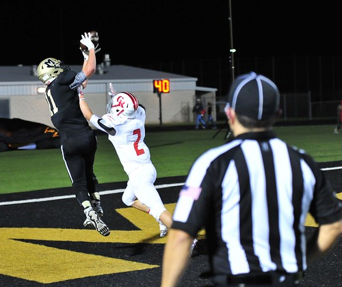 "Big TD catch vs. Glen Rose. Junior year. 11.6.2015. • <a style=""font-size:0.8em;"" href=""http://www.flickr.com/photos/38444578@N04/22942836956/"" target=""_blank"">View on Flickr</a>"