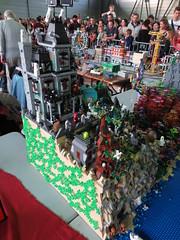IMG_8034 (LUG Festibriques) Tags: montagne dragon lego exposition fantasy nancy hotdogs caverne fantastique 2015 scoubidou festibriques ludibriques