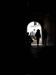 Cello Silhouette (Jacob Dieter) Tags: street travel bridge venice shadow italy music travelling silhouette architecture way alley f45 cello 24mm lowkey f28 omd oly jacobsellmaier