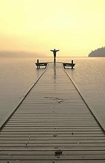 Simon och havet (PerErik Tångö) Tags: simon water statue vatten kil brygga värmland staty fryken originalfilter uploaded:by=flickrmobile flickriosapp:filter=original