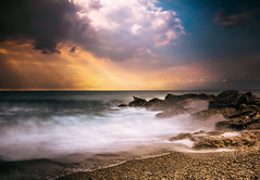 Il mare ti capisce sempre. (Carola Photography ) Tags: sea landscape nikon clouds colors waves white blue yellow red liguria italy paesaggio nuvole girl love lights sunset giallo nature seascape photoshop filter nd
