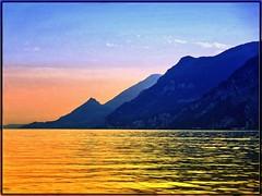 Golden Hour (almresi1) Tags: gardasee lagodigarda sonset sonnenuntergang see lake mountains italy