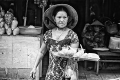 Waitress (Feca Luca) Tags: street reportage portrait people woman donna work lavoro vietnam asia market mercato nikon