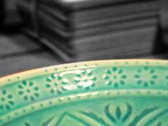 DSCN2710 (dina.elle) Tags: dettagli ciotola orientale verde rilievi sfumature colori macro riflessi luce crepe ceramica lavorazione fiorellini puntinatura etnica etnico