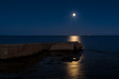 waiting for the supermoon (Marco Brunetti) Tags: moon pillirina sicily siracusa syracuse seascape sea mefotoroadtrip pentaxk30
