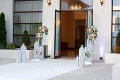 decor intrare sala nunta valcea (IssaEvents) Tags: nunta decor sala aranjamente decoratiuni idei felinare dubai albe flori covor alb nunti valcea