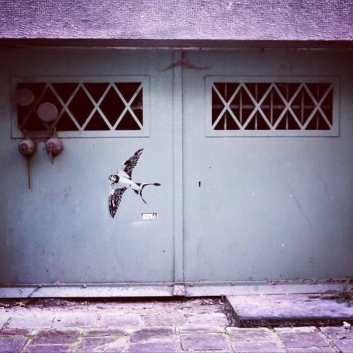 So small / #art by #ezbai - #brussels #Belgium #streetart #graffiti #streetartbel #streetart_daily #urbanart #urbanart_daily #graffitiart_daily #graffitiart #streetarteverywhere #mural #wallart #bxl #ilovestreetart #igersstreetart #igersbe #putabirdonit #