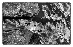 Felsen, Wasser, Wolken, Himmel (efgepe) Tags: sky bw water clouds see blackwhite rocks wasser skandinavien himmel wolken sw juli scandinavia schwarzweiss lightroom felsen 2015 femunden femund isteren silverefexpro