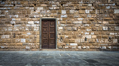 (p_v a l d i v i e s o) Tags: door italy wall florence italia it firenze canon5d 169 toscania 24105mm canonef24105mmf4lisusm ef24105mmf4 canon5dmk3 canoneos5dmarkiii 5d3