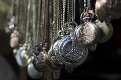 Relojes - Watches (Sigmar) Tags: london metal chains cadenas peace time paz depthoffield londres nottinghill pocketwatch tiempo portobellomarket peacesymbol relojes relojdebolsillo profundidadcampo simbolopaz