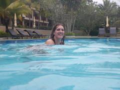 Elke in het zwembad