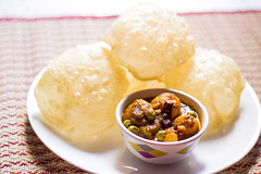 Luchi-Aloo r Dom (Chandrima Sarkar) Tags: india bread delhi potato kolkata bengali foodphotography bengalifood