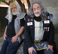 Two Klingons Just Chillin' at the 2015 Doo Dah Parade (Robb Wilson) Tags: startrek pasadena klingons doodahparade 2015doodahparade