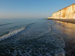 L'Écume des jours (michelle@c) Tags: blue seascape beach landscape cliffs hautenormandie veuleslesroses lécumedesjours frothonthedaydream derschaumdertage michellecourteau