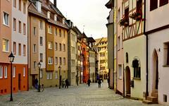Nürnberg ...  a street ... (miriam ulivi) Tags: street houses people colors strada case lampioni germania norimberga edifici nikond3200 miriamulivi flowersstreetlamps