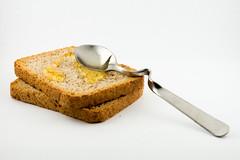 test-macro-strobist-30.jpg (Thibault Maj) Tags: miel cuillre biscotte sigmamacro105mmf28exdgoshsm nikond610 focale105mm ouverturef29