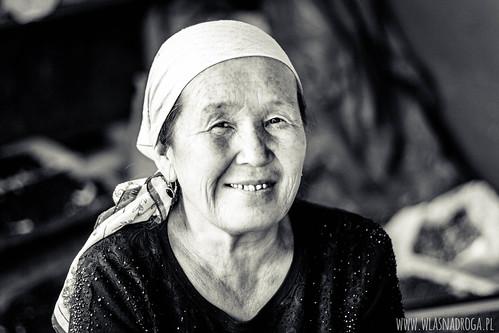 Portret kirgiskiej kobiety