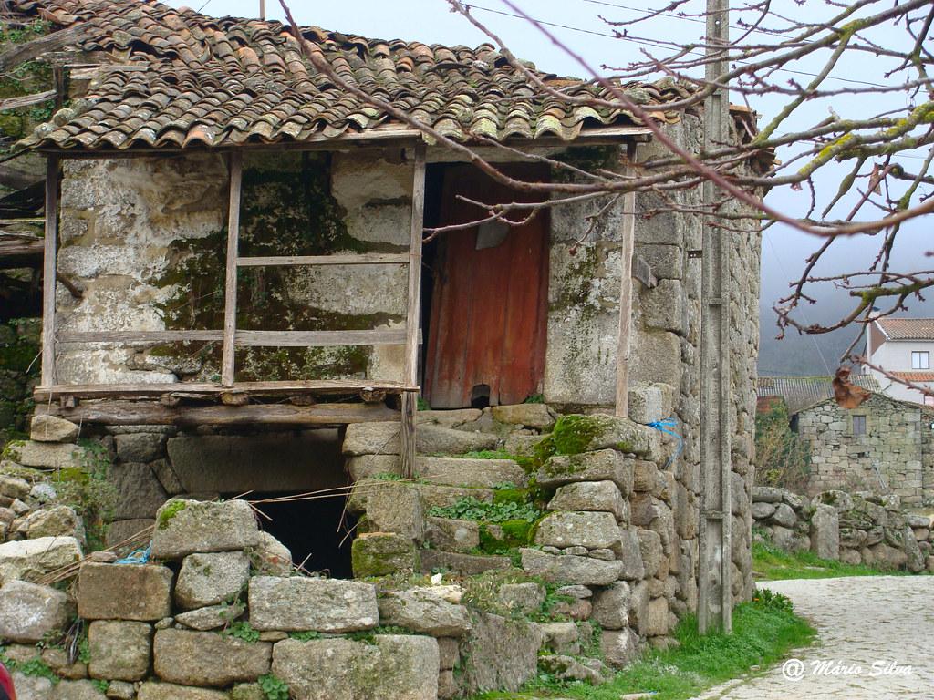 """Águas Frias (Chaves) - ... casa que já teve """"vida"""" ..."""