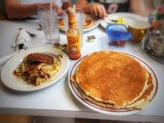 Pancakes, Sausage & Hash-browns @ Harolds Koffee Shop (vwcampin) Tags: iphonology iphoneology iphone breakfast restaurant food syrup cholula hotsauce hashbrowns sausage pancakes diner omaha nebraska florence haroldskoffeeshop harolds