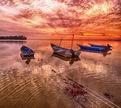 IMG_7469 ~ harapan (alongbc) Tags: jubakar jubakarpantai kampungjubakarpantai tumpat kelantan visitkelantan malaysia tourism travel places trip sunrise morning fishingvillage fishingboats coastal sea clouds sky canon eos700d canoneos700d canonlens wideangle efs10mm18mm 10mm18mm