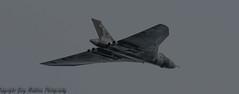 vulcan 131015.5 (madktm) Tags: robin canon eos airport october sheffield 7d l hood mk2 series vulcan 13 doncaster 2015 100400 xh558 thespiritofgreatbritain
