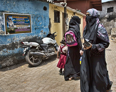 HL8A1626 (deepchi1) Tags: india hijab bombay mumbai niqab slums