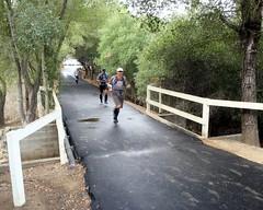 017 The Dash Across The Bridge (saschmitz_earthlink_net) Tags: california statepark bridge losangeles footbridge orienteering santamonicamountains runner topangacanyon losangelescounty 2015 laoc losangelesorienteeringclub
