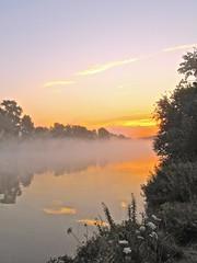 Morgendmmerung (izoll) Tags: wasser nebel outdoor fluss sonne rhein sonnenaufgang morgen sonnenstrahlen stille ruhe morgendmmerung derrhein nebelstimmung izoll