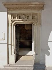 Krakov, Wawel (100) (ladabar) Tags: doorway portal kraków cracow cracovia krakau krakov dveře portál