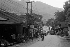 Road to Mekong (pacco_racco) Tags: town road motodriver mekong middlemekong northernlaos southeastasia leicam6 leicasummicron35mmf20asph kodaktrix