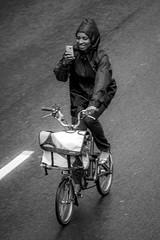 Always on, always recording (London Lights) Tags: londonlights alwaysonalwaysrecording london lights londres londra monochrome blackandwhite noiretblanc mobilephone cycling dontmix notthatgame