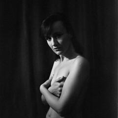 silk (Studio fotoplastikon) Tags: blackandwhite monochrome yashica woman fomapan film analog portraits portrait femme vintage retro