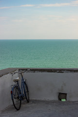 Bycicle, Vieste (f.bigslave) Tags: vieste italy foggia puglia apulia sea sky clouds white rocks boats bike bycicle