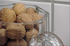 Eine Nuss macht noch keinen Herbst! - One nuts does not make an autumn! (Jorbasa) Tags: jorbasa hessen wetterau germany deutschland nuss nut glas glass
