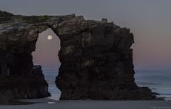 Praia Das Catedrais 6 (pepgass) Tags: luna lluna moon superluna superlluna supermoon posta puesta moonset landscape paisaje paisatge praiadascatedrais platjadelescatedrals playadelascatedrales ribadeo lugo galicia