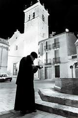Don Antonio (Francisco Esteve Herrero) Tags: caudete nocturna plazadelaiglesia plaza iglesia albacete cura lectura franciscoesteveherrero pacoesteveherrero nikond5300 sigma1770