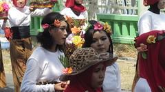 IMG_6077 (kayreal) Tags: girls woman girl beauty festival indonesia women traditionalart indah asiangirl wanita 2015 cantik blora agustusan gadis cewek indonesiangirl demosntrasi pertunjukan barongan beautufiul senitradisional khairiladi festivalbarongan sma1blora smktunjungan